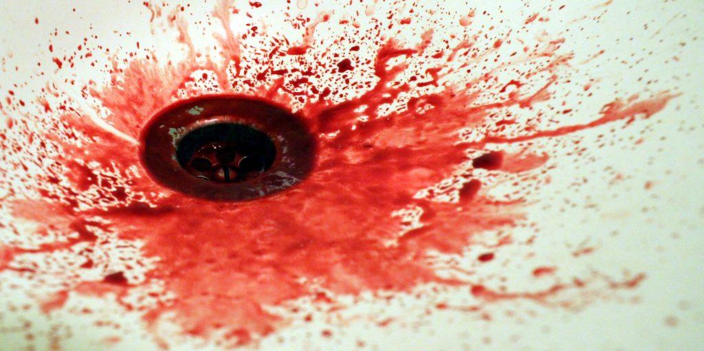 Evier en sang.