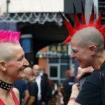 Deux punks à crête